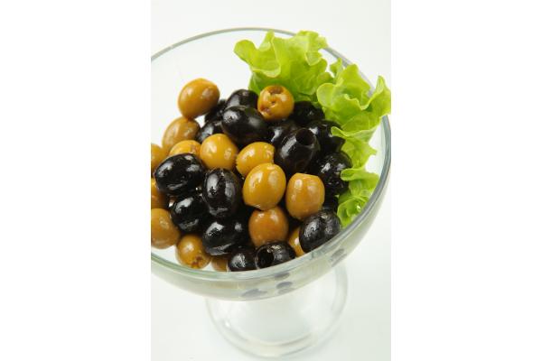Маслины и оливки